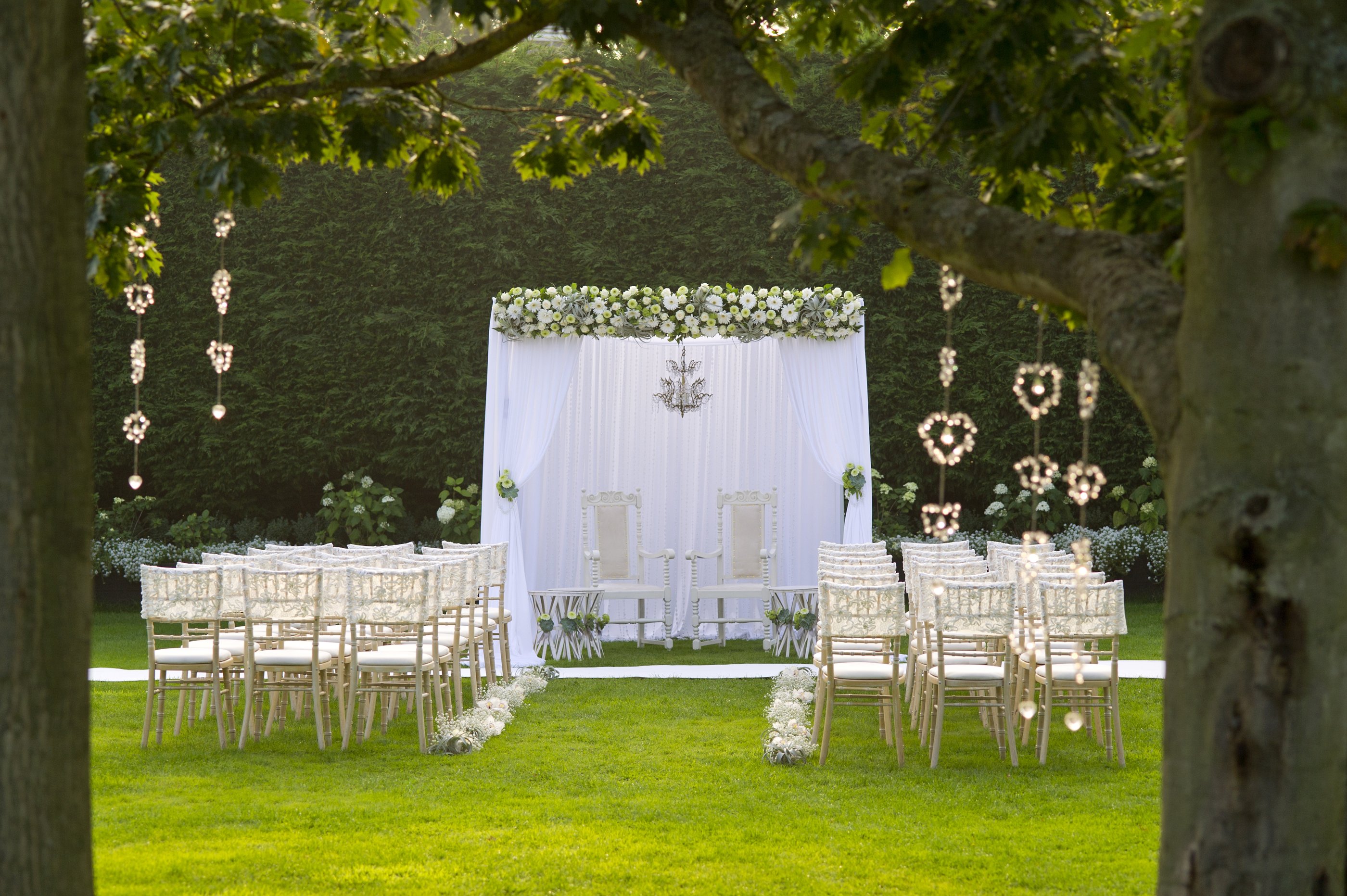 Outdoor-wedding-ceremony-garden-wedding