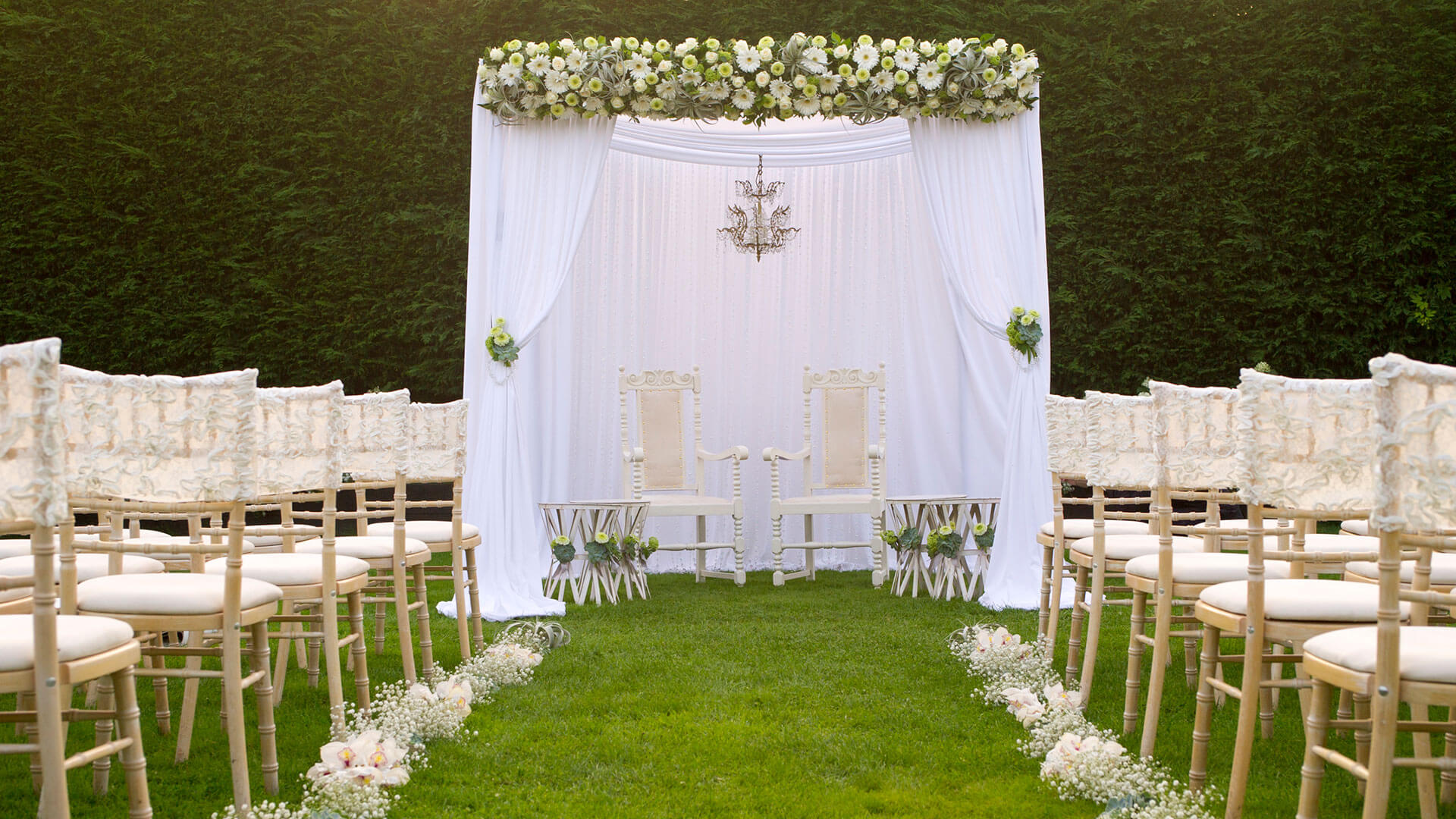 Stunning white wedding with white flowers and gypsophila - wedding ideas